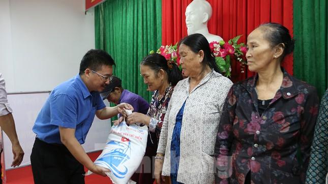 Trao tặng 50 tấn gạo cho ngư dân Quảng Ngãi ảnh 11