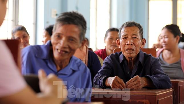 Trao tặng 50 tấn gạo cho ngư dân Quảng Ngãi ảnh 14
