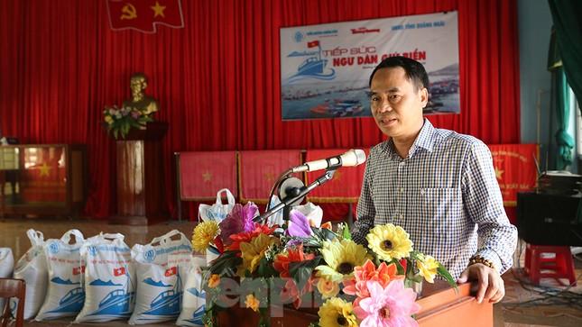 Trao tặng 50 tấn gạo cho ngư dân Quảng Ngãi ảnh 9