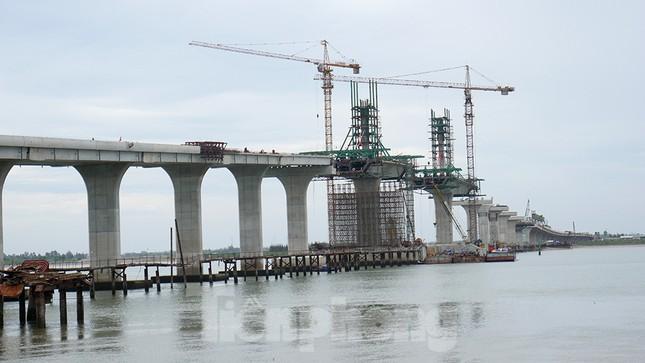 Khám phá cầu đường bộ dài nhất miền Trung nối Nghệ An và Hà Tĩnh ảnh 1