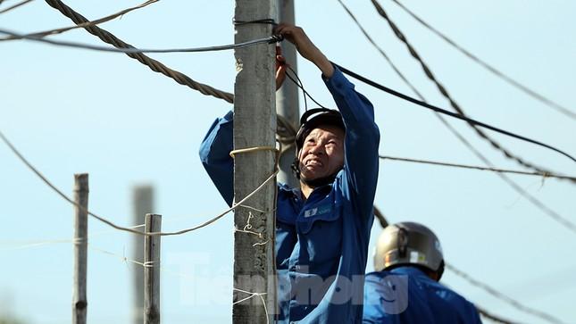 Đội nắng lắp đường truyền siêu tốc độ cho Tiền Phong Marathon ảnh 8