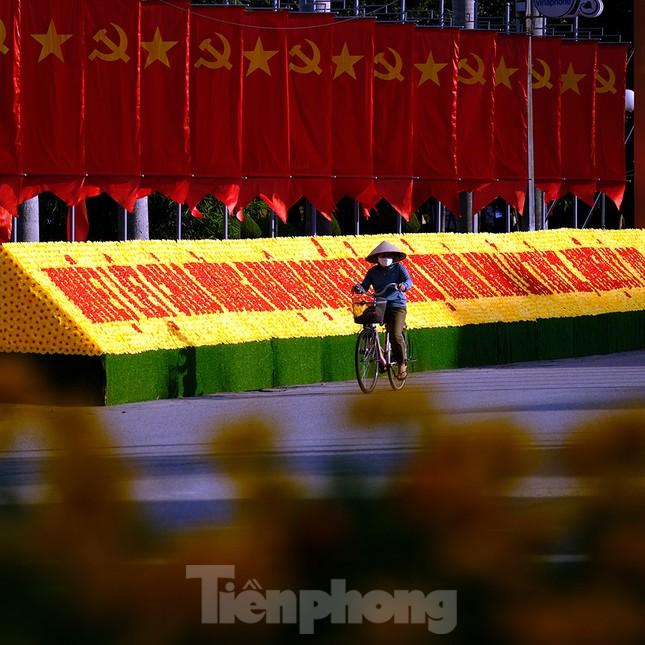 Nhìn từ trên cao những cung đường rực rỡ cờ hoa ở Hà Nam ảnh 3