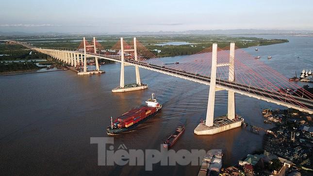 Ngắm cây cầu được ví là đòn bẩy phát triển kinh tế Quảng Ninh ảnh 1