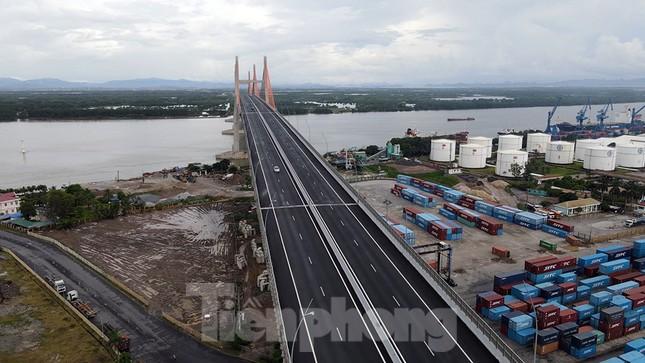 Ngắm cây cầu được ví là đòn bẩy phát triển kinh tế Quảng Ninh ảnh 3