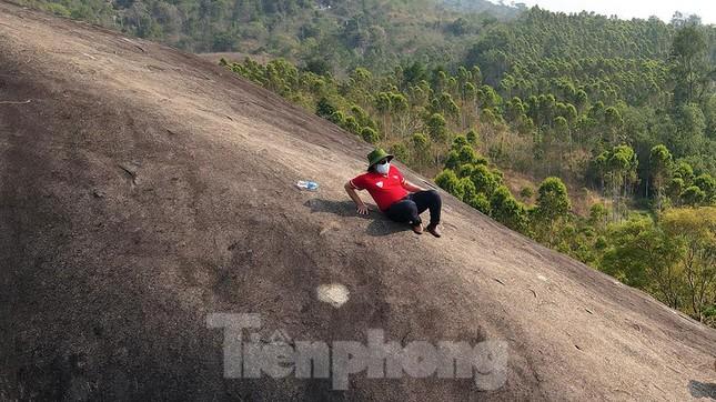 Tận thấy 'Đá Voi Mẹ' hùng vĩ giữa núi rừng Buôn Ma Thuột ảnh 9