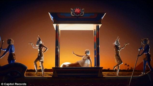 Katy Perry trổ tài múa cột điêu luyện ảnh 2
