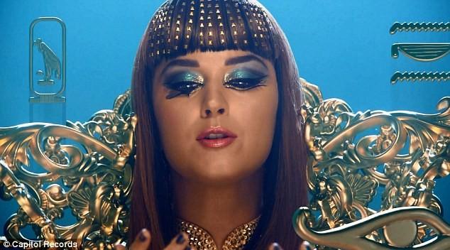 Katy Perry trổ tài múa cột điêu luyện ảnh 10