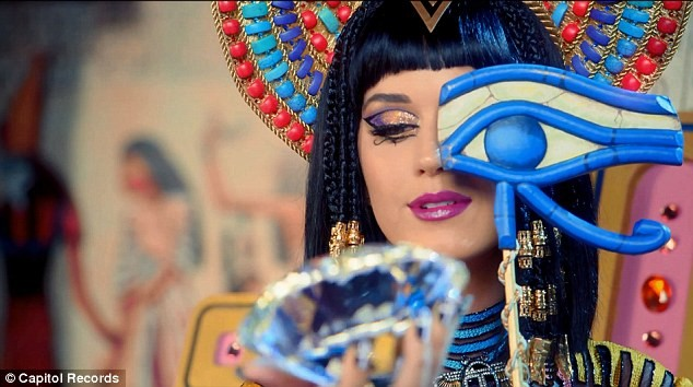 Katy Perry trổ tài múa cột điêu luyện ảnh 11