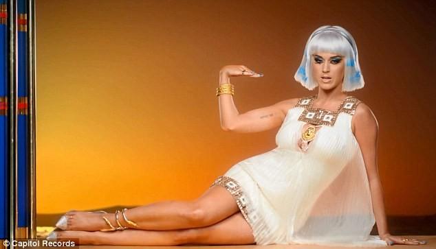 Katy Perry trổ tài múa cột điêu luyện ảnh 3