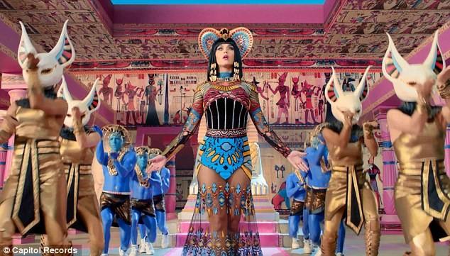 Katy Perry trổ tài múa cột điêu luyện ảnh 5