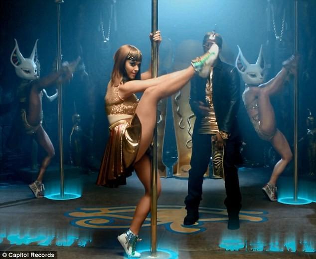 Katy Perry trổ tài múa cột điêu luyện ảnh 8