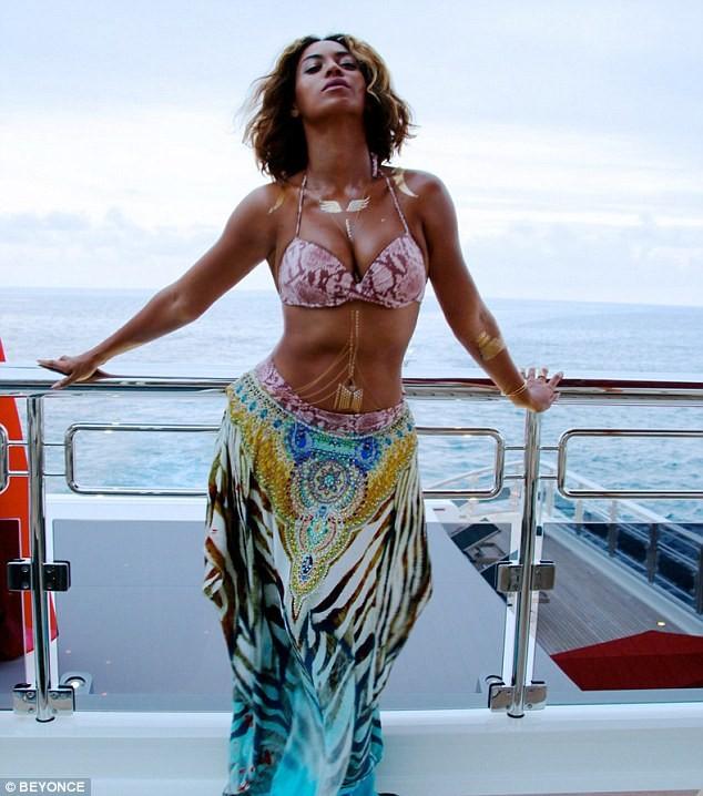 """Beyonce tung ảnh mặc bikini """"đập tan"""" tin đồn bầu bí ảnh 2"""