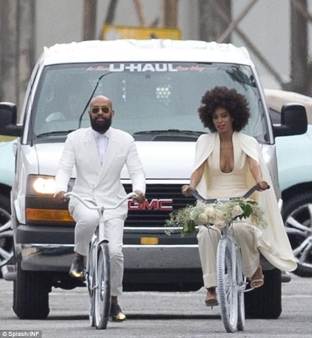 Beyonce bế con tới dự đám cưới của em gái ảnh 4