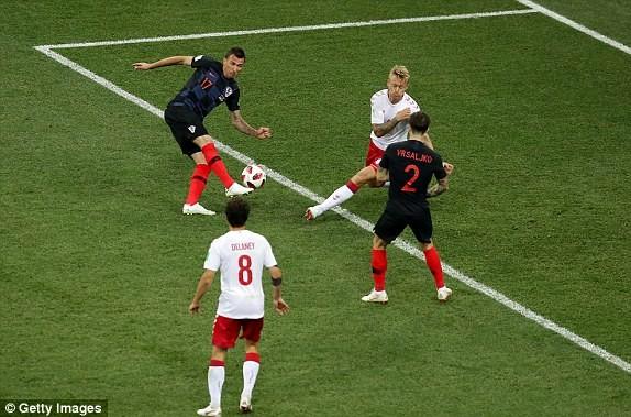 Croatia vào tứ kết sau trận thắng 'vỡ tim' trên chấm 11m ảnh 12