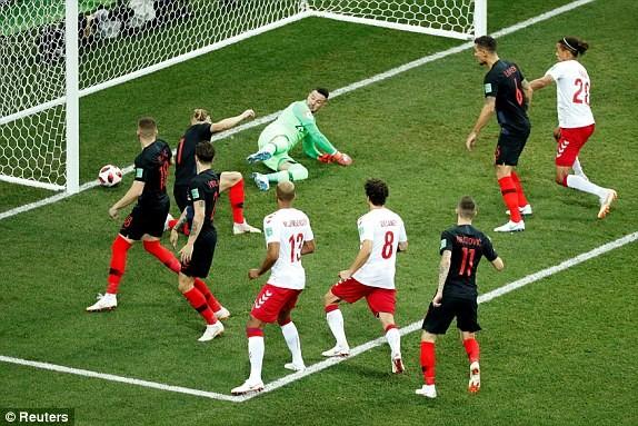 Croatia vào tứ kết sau trận thắng 'vỡ tim' trên chấm 11m ảnh 11