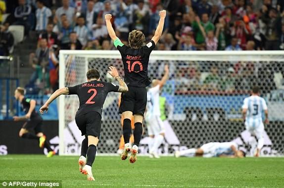 Croatia vào tứ kết sau trận thắng 'vỡ tim' trên chấm 11m ảnh 3