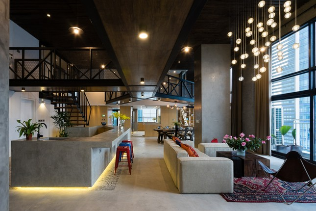 Căn hộ 2 tầng đẹp miễn chê trong tòa nhà cao nhất Việt Nam ảnh 1