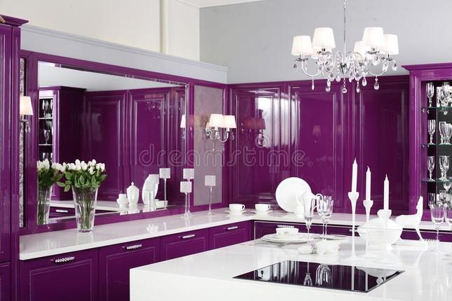 Ngôi nhà mơ mộng với đồ nội thất màu tím ảnh 4