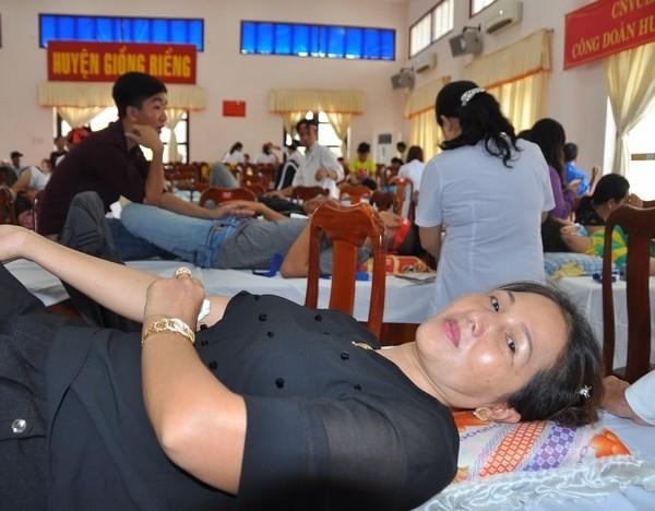 Nhiều tấm gương đẹp ở ngày hội hiến máu Kiên Giang ảnh 2