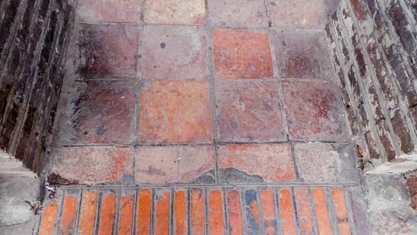 Cận cảnh 'chiếc áo vá' hơn 20 loại gạch, đá được lát ở Hồ Gươm ảnh 6