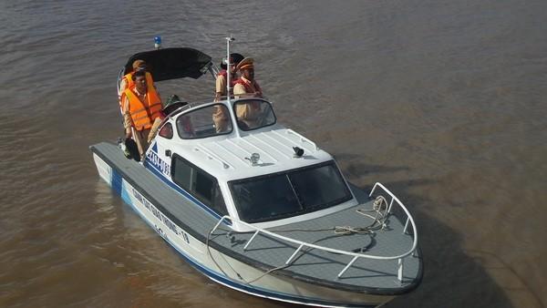 Tìm thấy thi thể hai ngư dân kẹt trong cabin tàu cá chìm trên biển ảnh 1