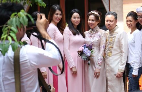Victor Vũ diện áo dài, dùng xe mui trần đi hỏi cưới Đinh Ngọc Diệp ảnh 10