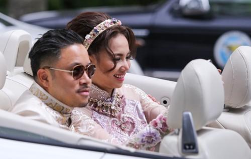 Victor Vũ diện áo dài, dùng xe mui trần đi hỏi cưới Đinh Ngọc Diệp ảnh 3