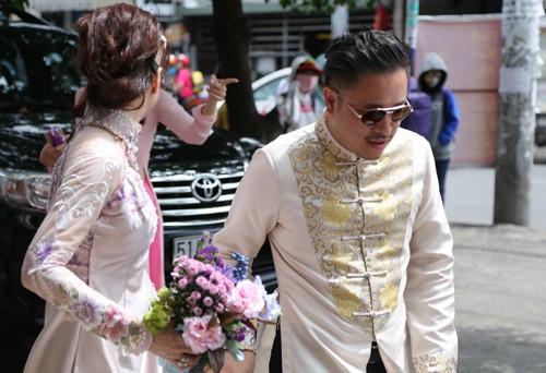 Victor Vũ diện áo dài, dùng xe mui trần đi hỏi cưới Đinh Ngọc Diệp ảnh 4