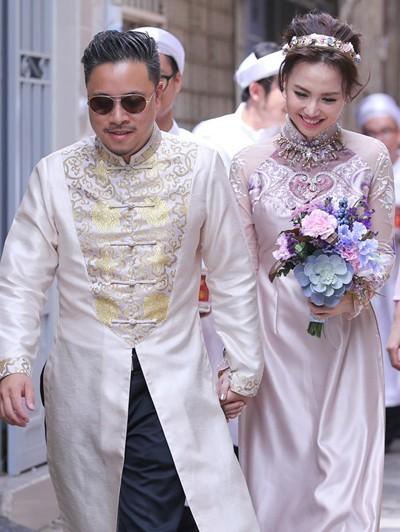 Victor Vũ diện áo dài, dùng xe mui trần đi hỏi cưới Đinh Ngọc Diệp ảnh 5