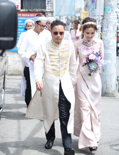 Victor Vũ diện áo dài, dùng xe mui trần đi hỏi cưới Đinh Ngọc Diệp ảnh 6