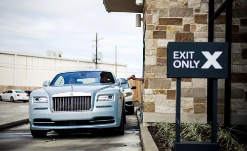 Khi chủ xe Rolls-Royce 'không xu dính túi' ảnh 2