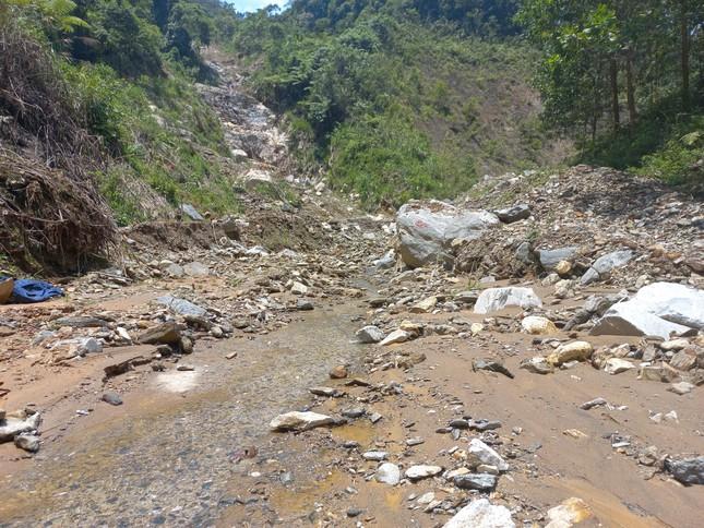 Nửa năm sau thiên tai, vùng lở núi Phước Sơn tiếp tục đối diện nguy cơ bị cô lập ảnh 5