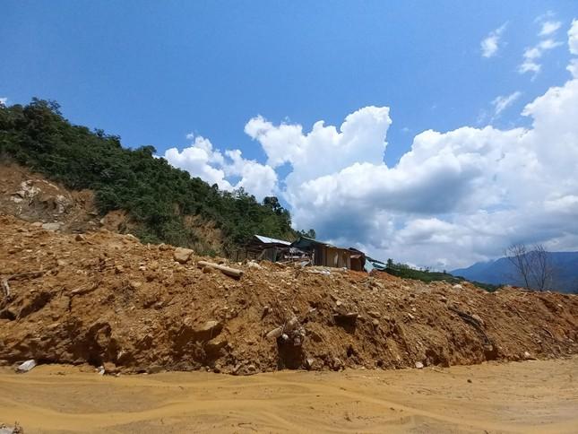 Nửa năm sau thiên tai, vùng lở núi Phước Sơn tiếp tục đối diện nguy cơ bị cô lập ảnh 3