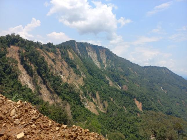 Nửa năm sau thiên tai, vùng lở núi Phước Sơn tiếp tục đối diện nguy cơ bị cô lập ảnh 10