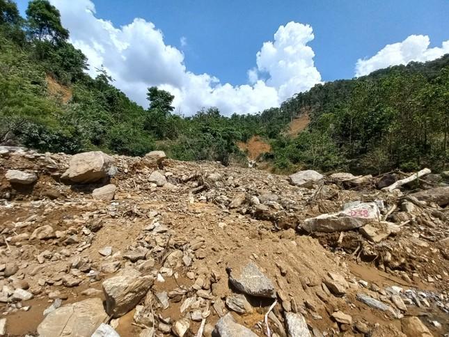 Nửa năm sau thiên tai, vùng lở núi Phước Sơn tiếp tục đối diện nguy cơ bị cô lập ảnh 2