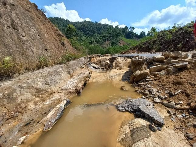 Nửa năm sau thiên tai, vùng lở núi Phước Sơn tiếp tục đối diện nguy cơ bị cô lập ảnh 8