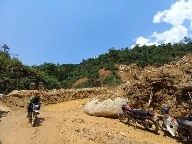 Nửa năm sau thiên tai, vùng lở núi Phước Sơn tiếp tục đối diện nguy cơ bị cô lập ảnh 9