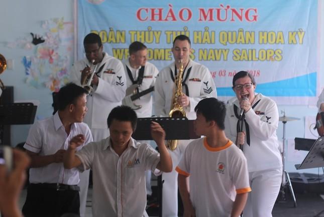 Năm ngày khó quên của thuỷ thủ tàu sân bay Carl Vinson Mỹ tại Đà Nẵng ảnh 19