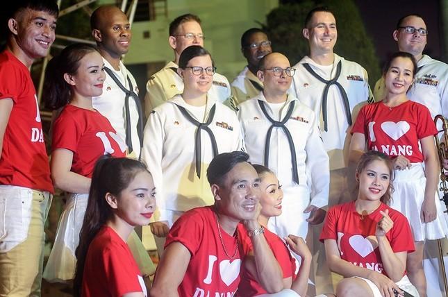 Năm ngày khó quên của thuỷ thủ tàu sân bay Carl Vinson Mỹ tại Đà Nẵng ảnh 8