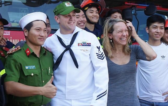 Năm ngày khó quên của thuỷ thủ tàu sân bay Carl Vinson Mỹ tại Đà Nẵng ảnh 24