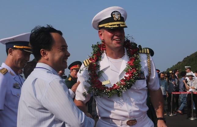 Năm ngày khó quên của thuỷ thủ tàu sân bay Carl Vinson Mỹ tại Đà Nẵng ảnh 4