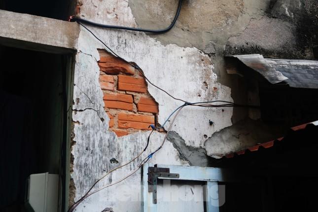 """Cận cảnh những khu tập thể """"ổ chuột"""", nguy cơ đổ sập ở trung tâm Đà Nẵng ảnh 14"""