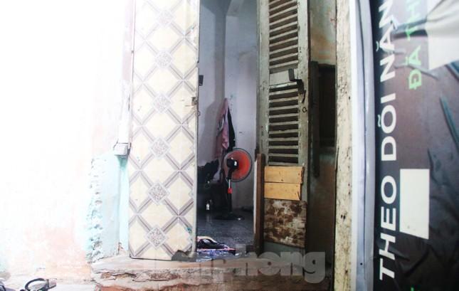 """Cận cảnh những khu tập thể """"ổ chuột"""", nguy cơ đổ sập ở trung tâm Đà Nẵng ảnh 5"""