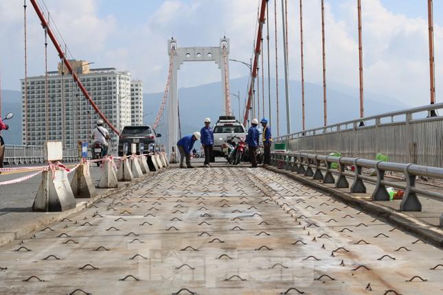 Cận cảnh cầu dây võng 1.000 tỷ dài nhất Việt Nam phải thay mặt đường. ảnh 1