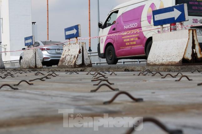 Cận cảnh cầu dây võng 1.000 tỷ dài nhất Việt Nam phải thay mặt đường. ảnh 6