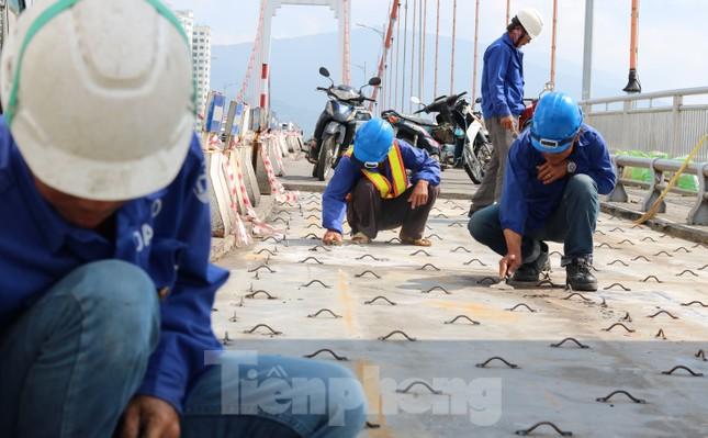 Cận cảnh cầu dây võng 1.000 tỷ dài nhất Việt Nam phải thay mặt đường. ảnh 5