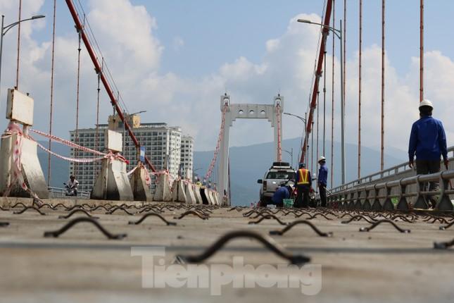 Cận cảnh cầu dây võng 1.000 tỷ dài nhất Việt Nam phải thay mặt đường. ảnh 2