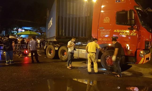 Nam công nhân bị xe container cán chết trên đường đi làm ảnh 1