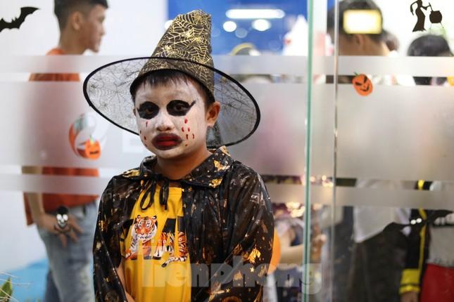 Loạt 'quỷ nhỏ' háo hức xuống phố Tây vui hội Halloween ảnh 9