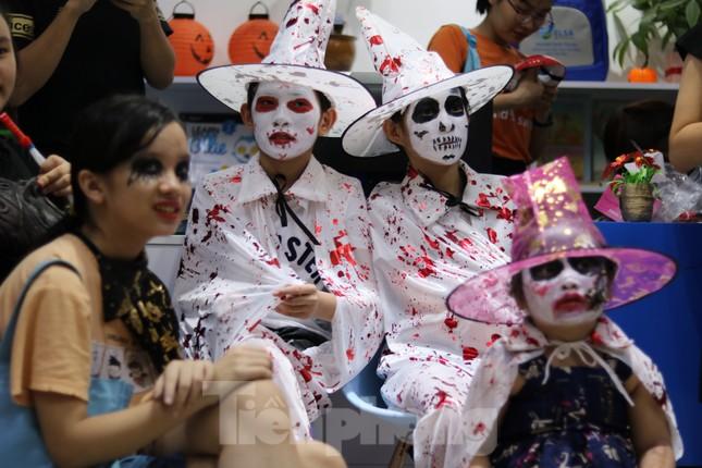Loạt 'quỷ nhỏ' háo hức xuống phố Tây vui hội Halloween ảnh 8